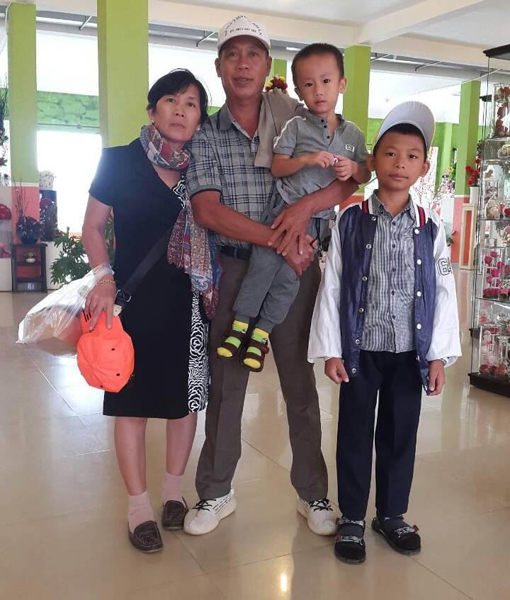 Vợ chồng chị Lan sống vui khỏe cùng con cháu sau khi trị khỏi huyết áp thấp